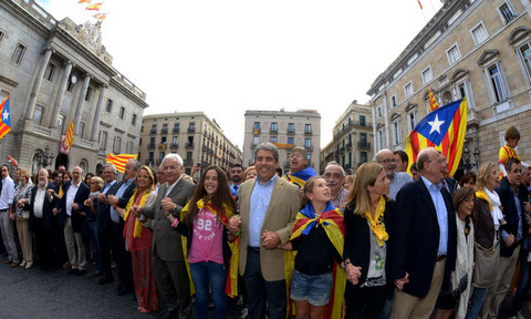 Human chain across Cataluña highlights growing separatist sentiment
