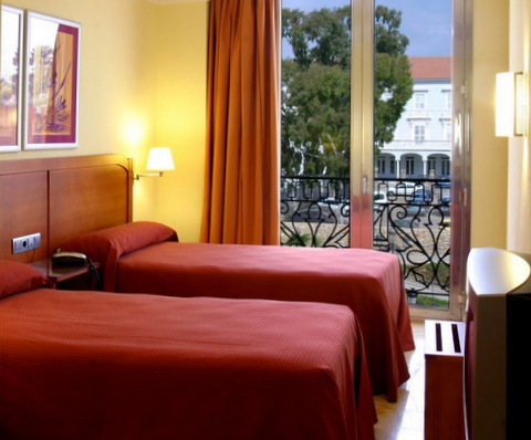 Hotel occupancy in Spain improved during October