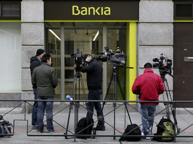 Judge orders police to search Bankia branch used by Luis Barcenas and his wife