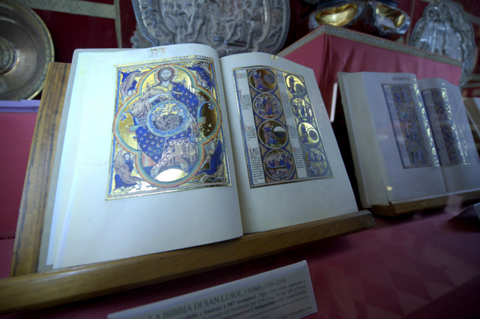 Saint Louis' 13th century Bible on display in Toledo for 800th anniversary