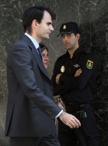 Bárcenas Papers intimate PP headquarters architect deposited black cash in deposit boxes