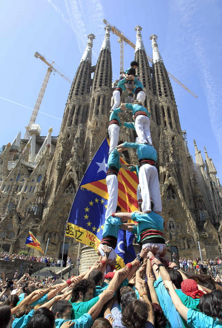 Human castles for independence in Catalunya and throughout Europe