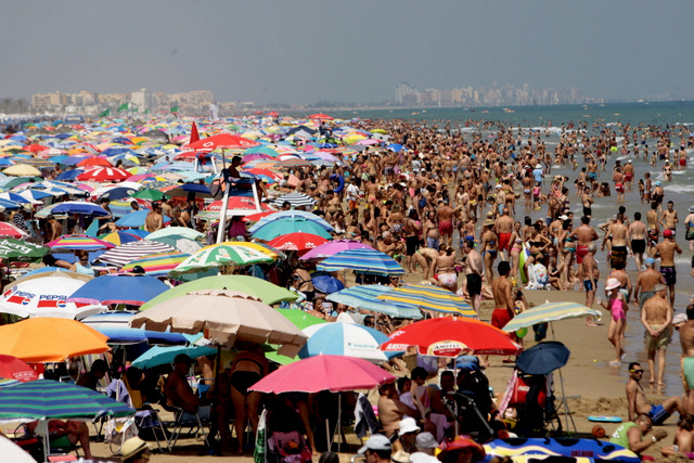 Brits remain biggest spenders in record year for Spanish tourism
