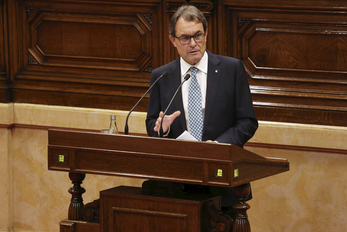 Catalan president keeps referendum cards close to his chest