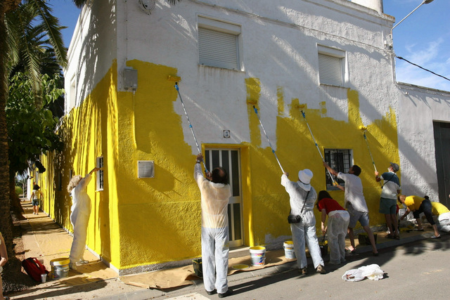 Activists paint the town yellow in Tarragona in support of Catalan independence