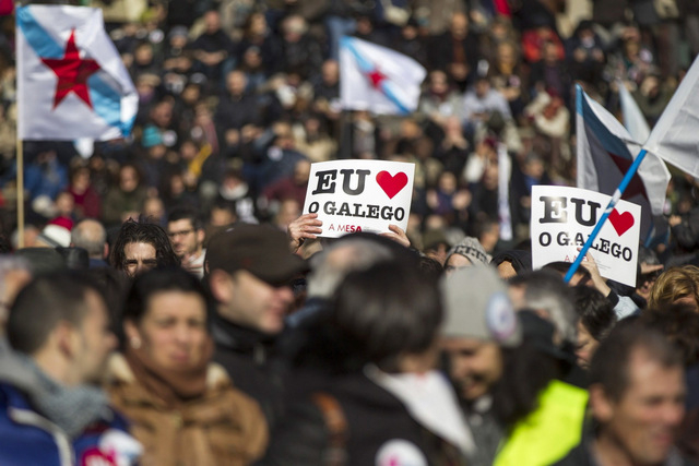 20,000 march in Santiago de Compostela supporting the Galician language