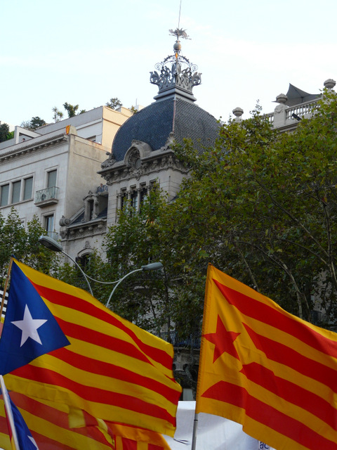 Town Halls continue to fly nationalist flags during the Catalunya election campaigns