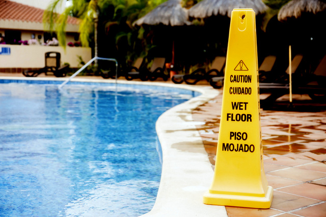 Basic  Spanish pool and summer swimming safety advice