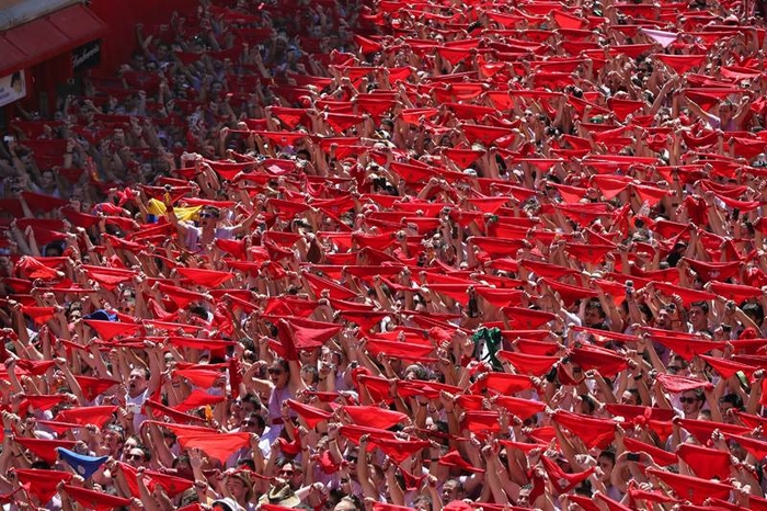 Flag controversy at the start of the Pamplona bull run fiestas