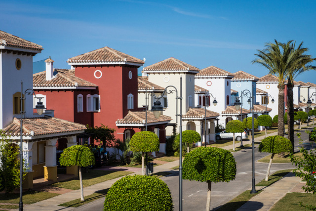 The stock of unsold Spanish property fell by 5% last year