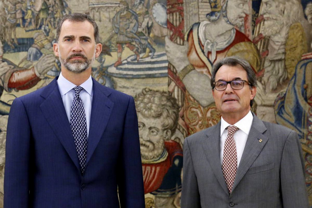 King of Spain raps Catalan president on the knuckles