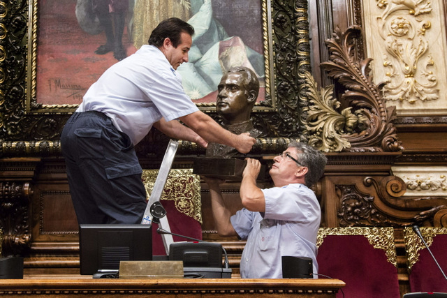 Barcelona Town Hall removes bust of Juan Carlos I