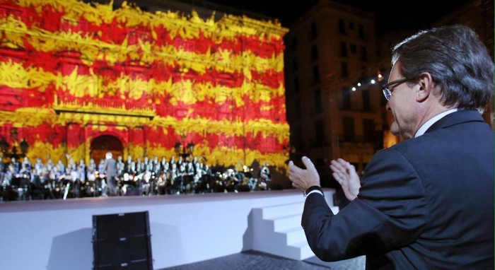 Tight poll points to political struggle over Catalan independence
