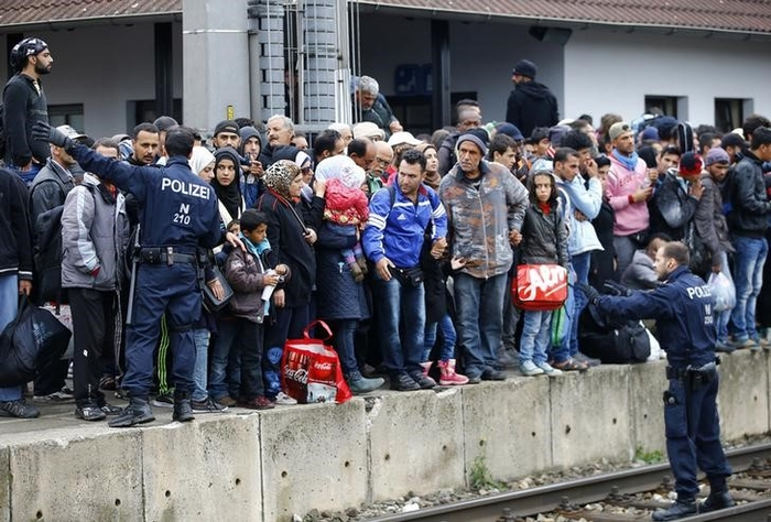 As crisis escalates, Berlin says refugees should not choose where to live