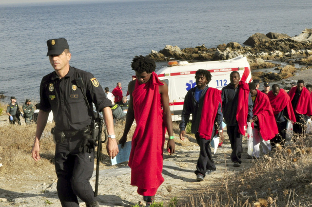 87 illegal immigrants enter Ceuta via the frontier breakwater