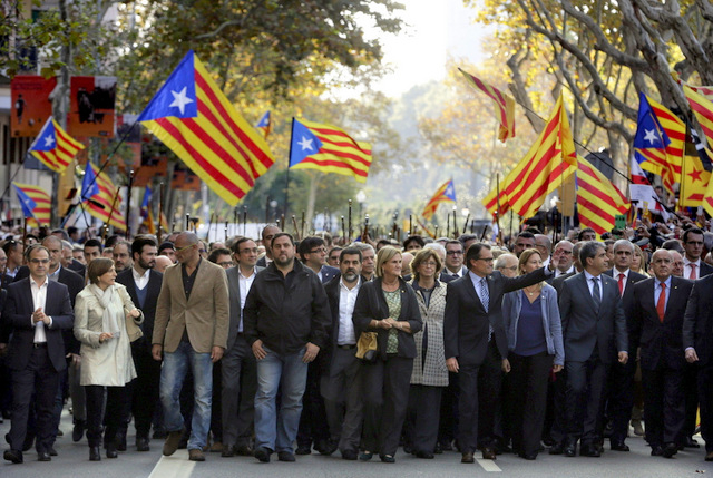 Catalan president supported by thousands in court appearance