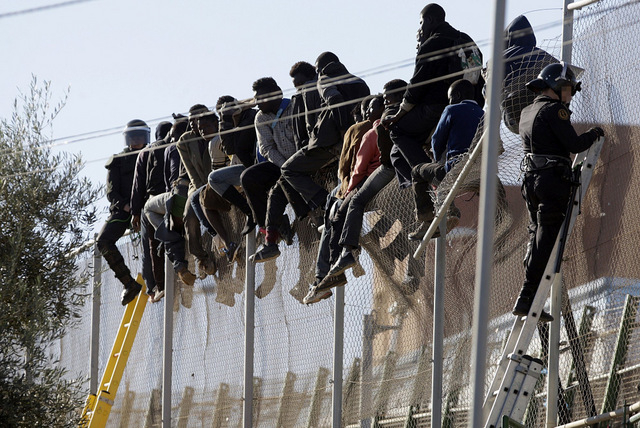 Mass assault on Melilla border fence