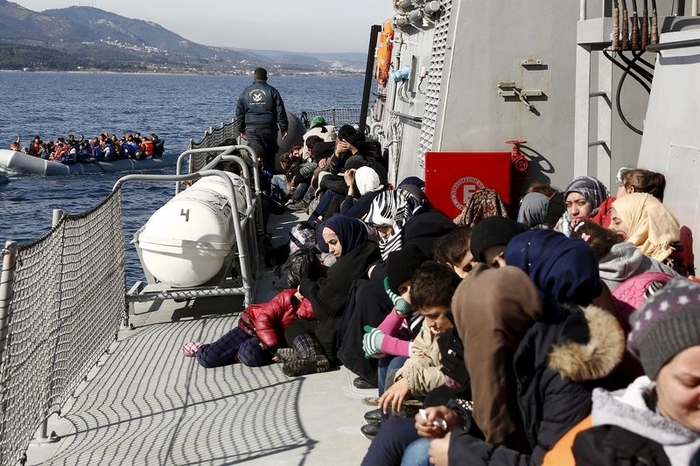 Spanish politicians unite to reject the mass deportation of refugees