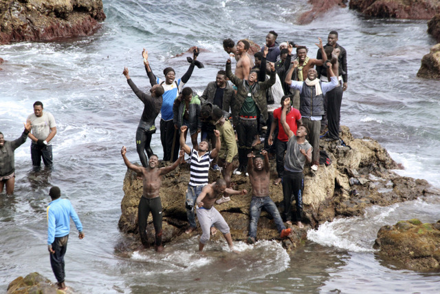 119 illegal immigrants swim into Spain via Ceuta