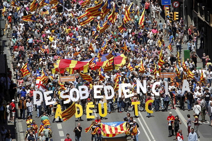 Barcelona marchers protest against Spanish government intervention in Catalunya