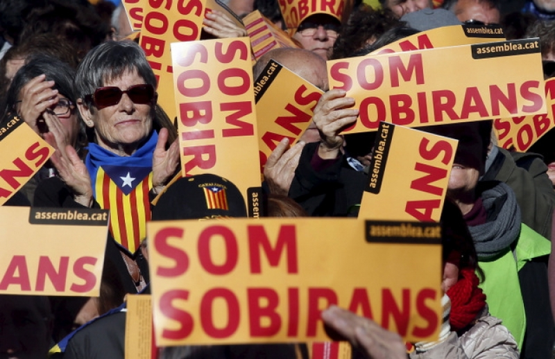 Spanish court suspends independence resolution in Catalonia