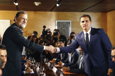 Spanish politicians back switch to GMT and extended paternity leave