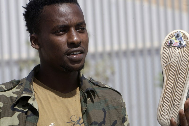 Over 100 African immigrants cross the fence into Melilla