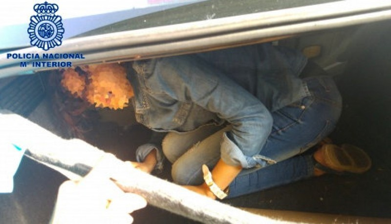 Two arrested Tarifa for cramming Moroccan immigrant into their car boot