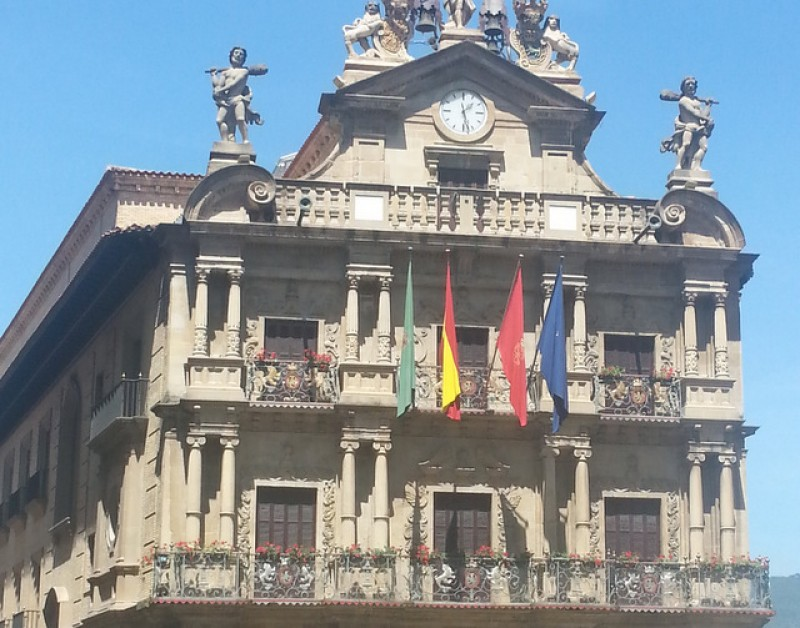 Pamplona council ordered to return Spanish flag and portrait of King to prominent location
