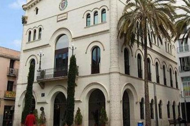 Badalona Town Hall cancels Spanish national holiday on 12th October