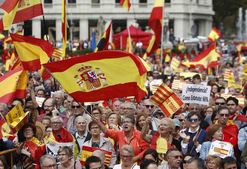 Thousands demonstrate in Barcelona in favour of a unified Spain