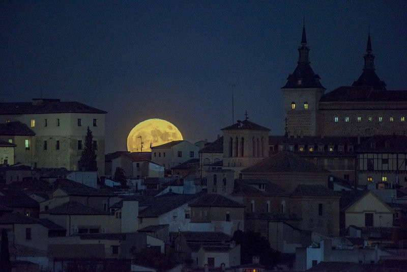 Spain bathed by the light of the Supermoon