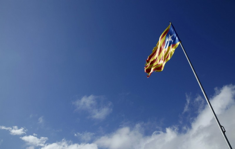 Sant Cugat Town Hall obliged to remove Catalan flag