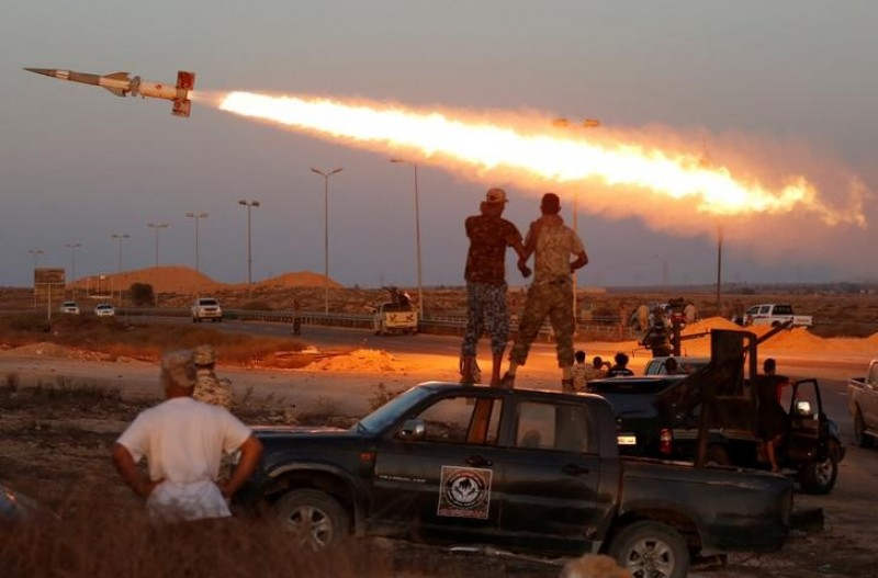 Armed groups mobilise and exchange fire in tense Tripoli