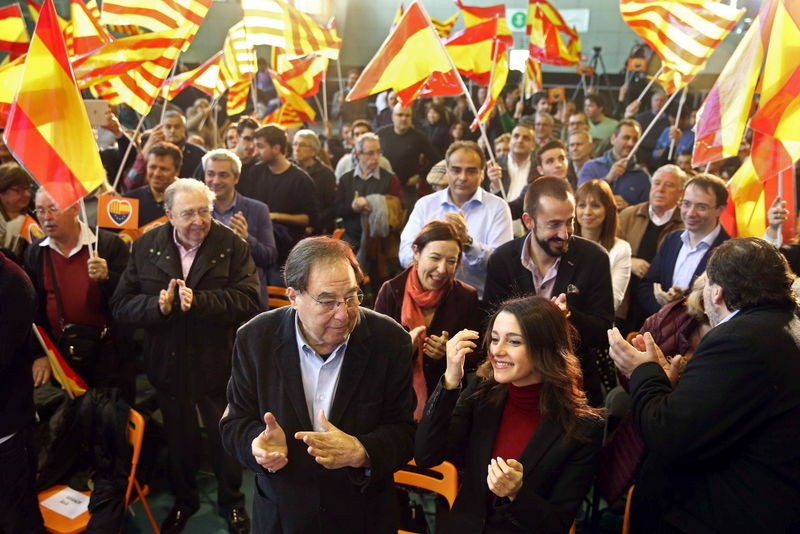 Defiant gestures by Catalan separatists on Spanish Constitution Day