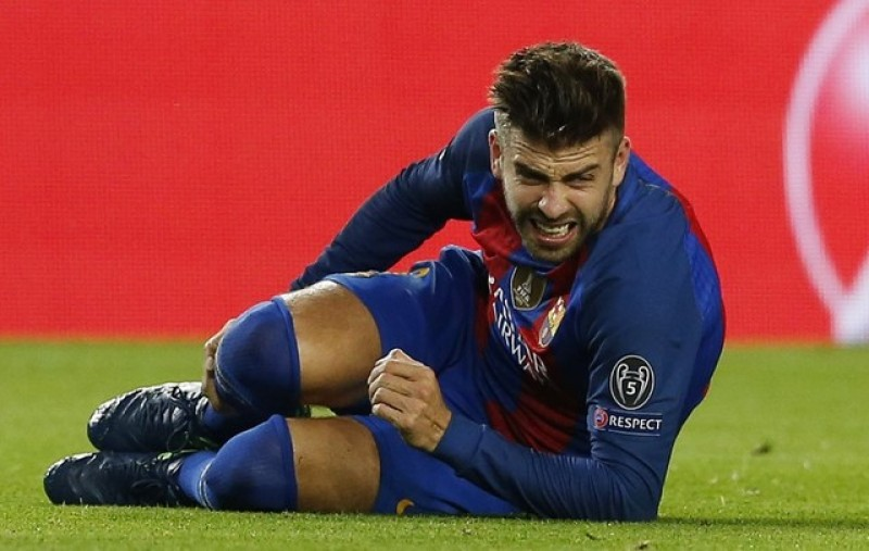 Barca's Pique hits out at 'roulette' refereeing