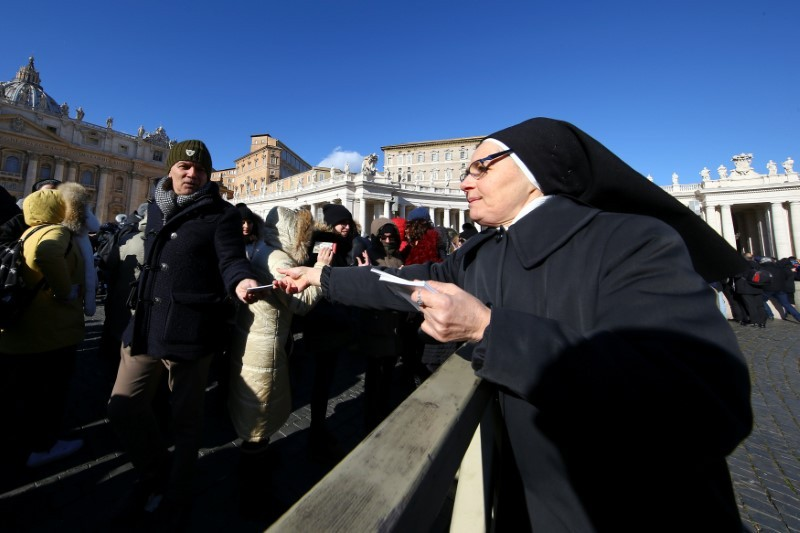 Pope Francis holds picnic for the homeless to celebrate Epiphany