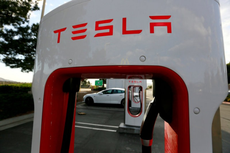European carmakers hope to catch Tesla with faster e-car chargers