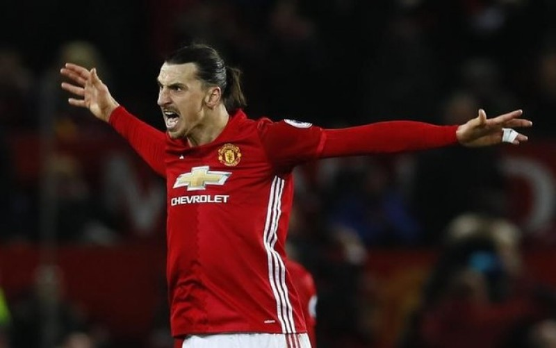 Ibrahimovic strikes late to rescue Liverpool draw