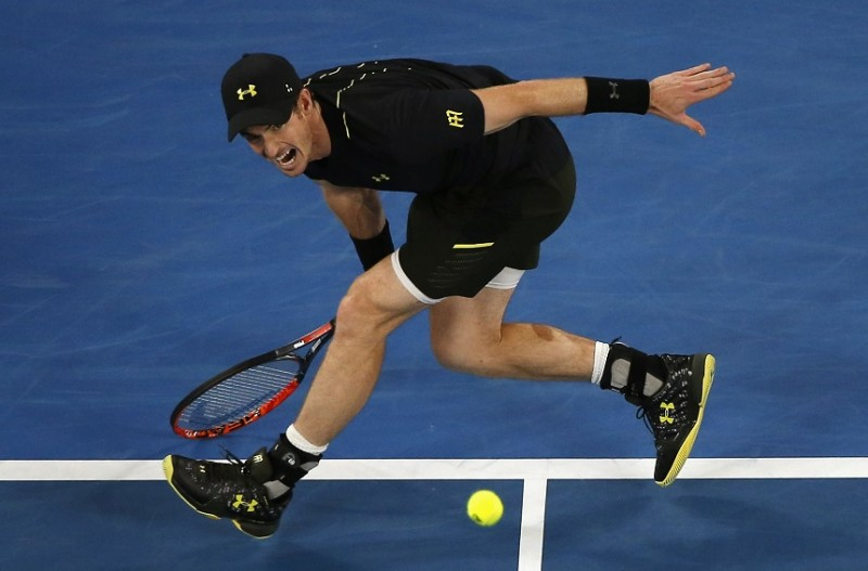 Murray hands out masterclass to reach third round