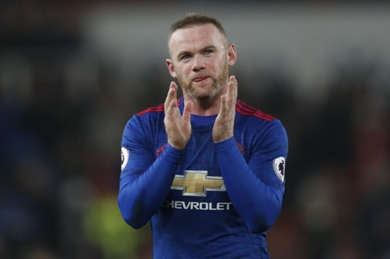 Rooney becomes top scorer of all time for Man U