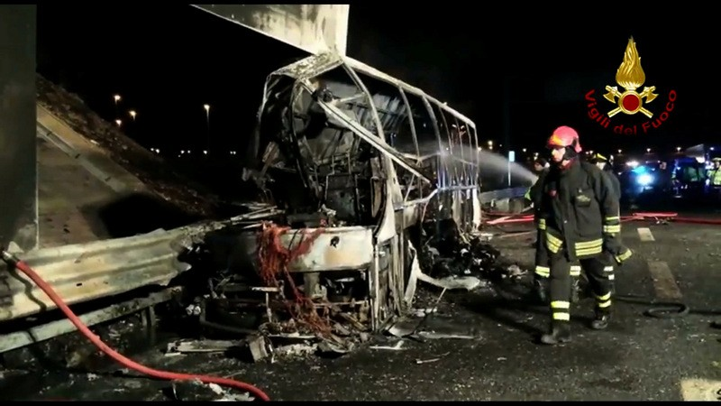 Sixteen dead in Italian bus accident
