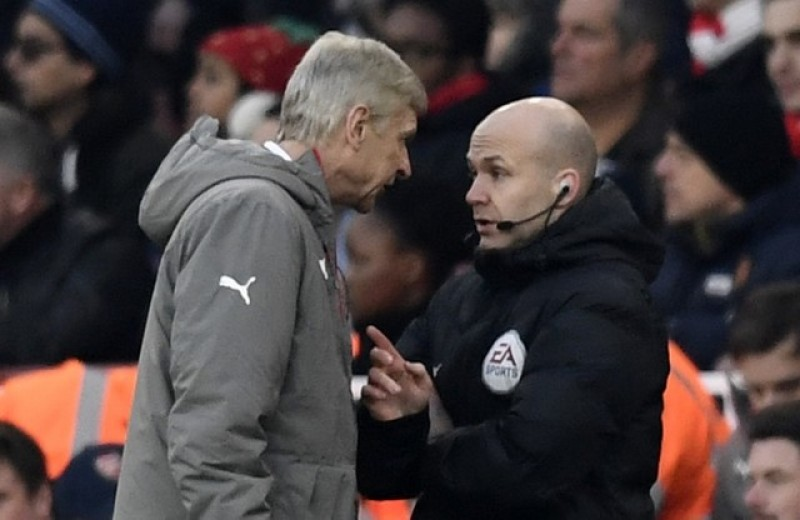 Wenger could face FA charge after row with official