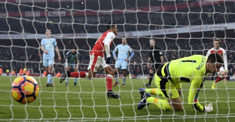 Arsenal snatch victory with last gasp penalty