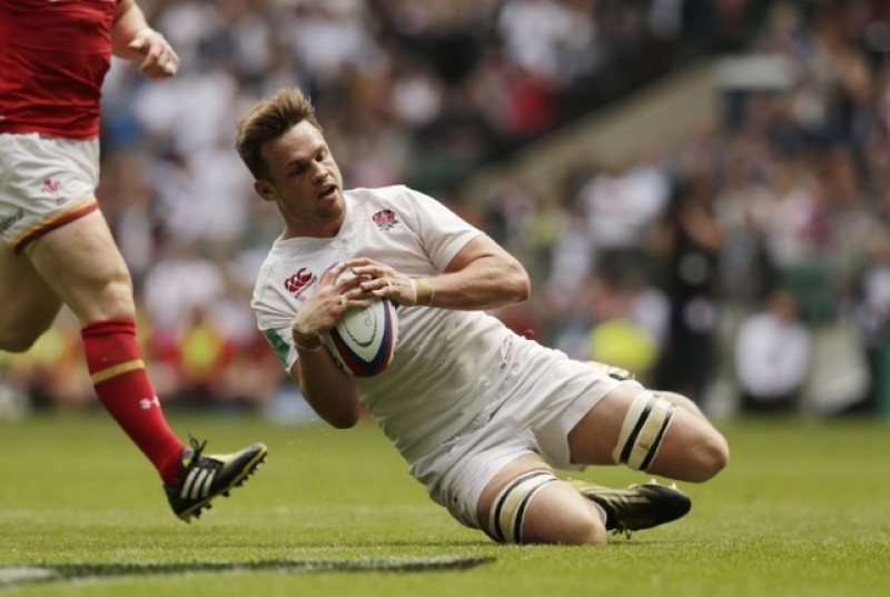 England pair miss warm weather training due to injury