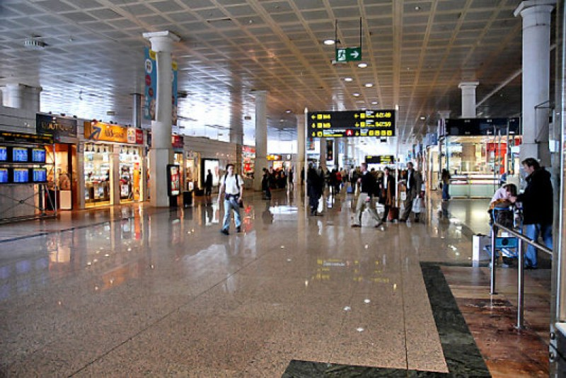 Barcelona airport was home to undetected Vietnamese youngsters for 4 days over Xmas