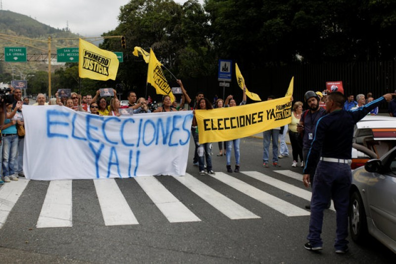 Venezuela opposition parties fear election ban as Socialists dig in