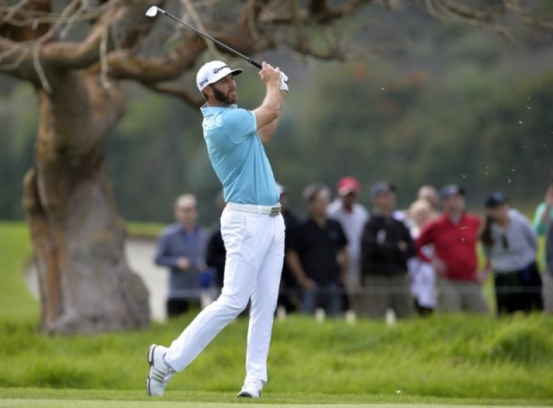 Johnson, chasing top ranking, two off Riviera lead
