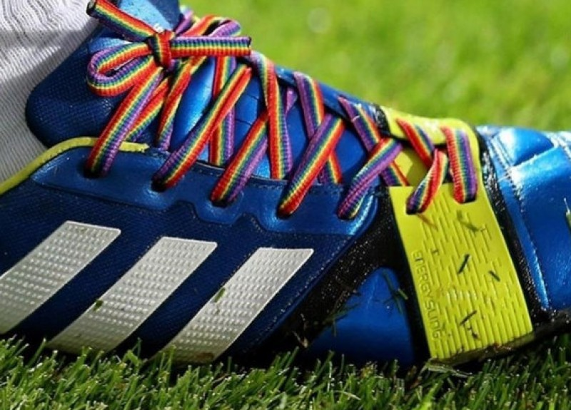 Bootlaces against homophobia in Madrid football teams