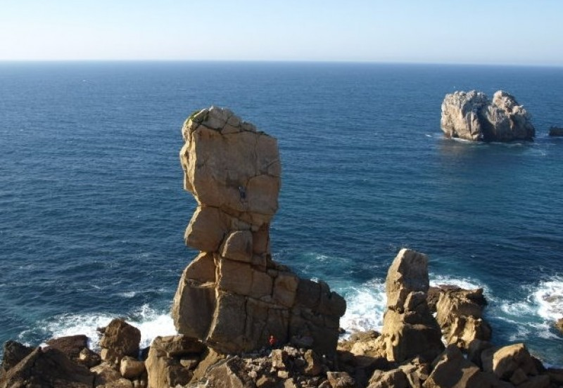 Cantabria loses emblematic rock stack to 9-metre waves